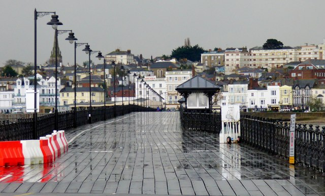 Wet Sunday afternoon on Ryde Pier