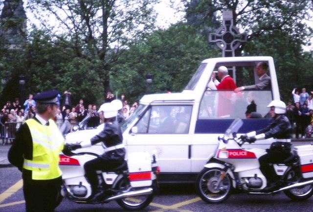 Unusual traffic in Princes Street (1982)