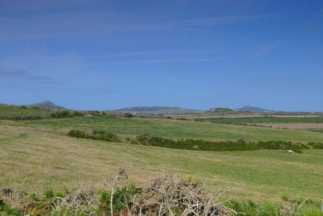 Golygfa tuag at Treginnis / A view towards Treginnis