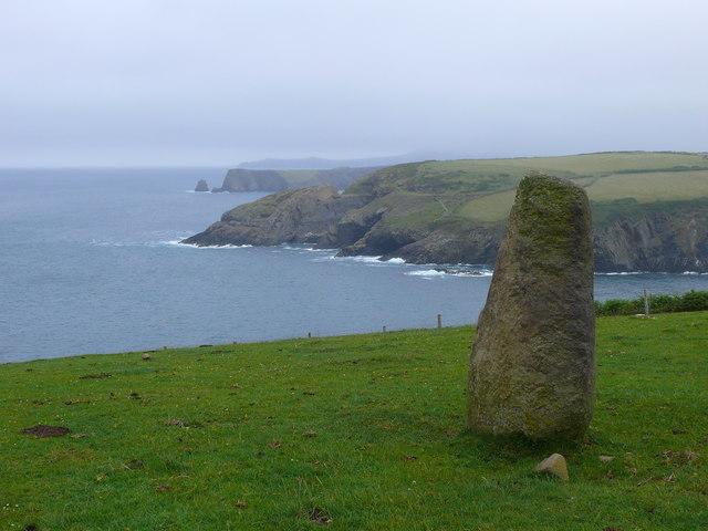 Maen hir ger Trefin /Standing stone near Trefin