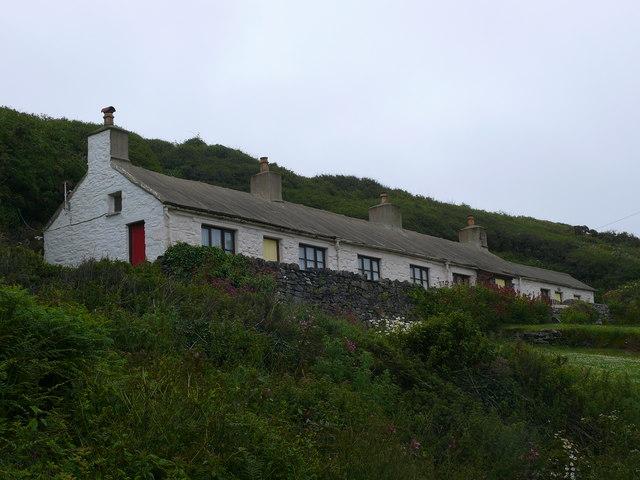 Bwythynnod ger Trefin / Cottages near Trefin