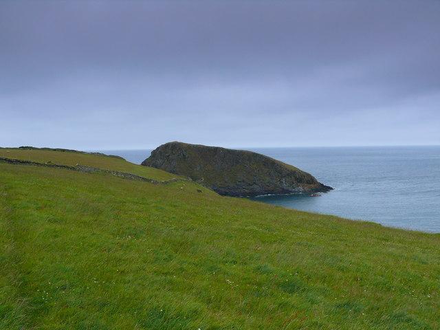Golygfa tug at Ynys Deullyn / A view towards Ynys Deullyn