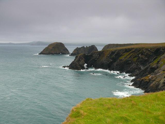 Arfordir ger Ynys Deullyn / Coast near Ynys Deullyn
