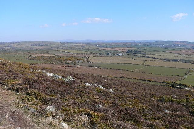 Golygfa tuag at Llanferres / A view towards Llanferres