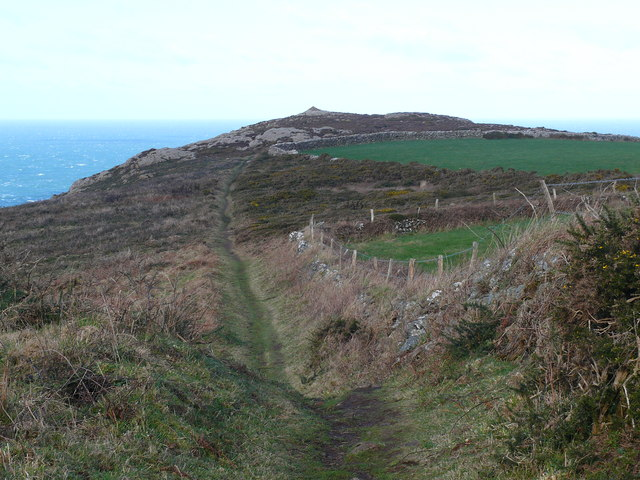 Llwybr Arfordir Sir Benfro / Pembrokeshire Coast Path