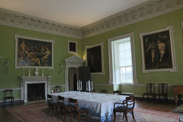 Wiltshire Dining Room Table An Chairs