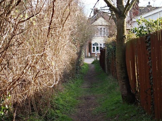 Fonnereau Way approaching Valley Road