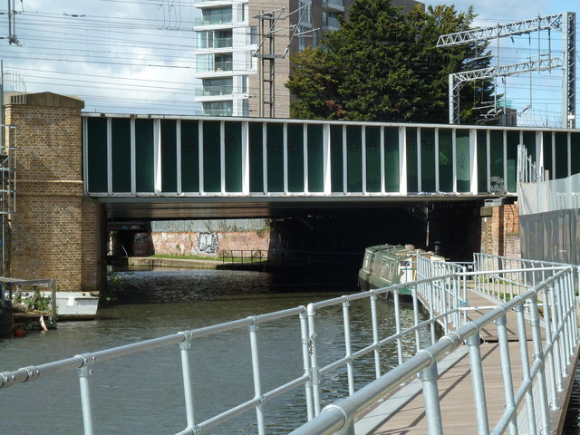 Bridge 32, Regents Canal