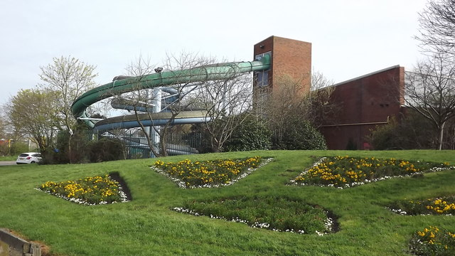 Flume Rides At Leys Leisure Centre John Welford Cc By Sa 2 0 Geograph Britain And Ireland