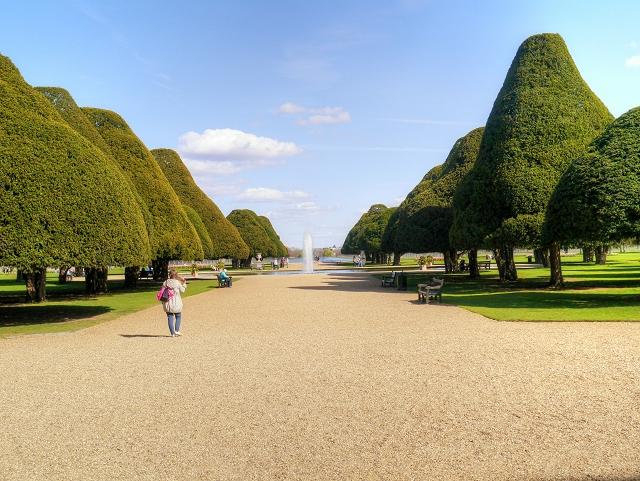 versailles hampton court palace and st History of hampton court palace surrey, owned and managed by  iii's massive  rebuilding and expansion project intended to rival versailles was begun  along  with st james's palace, it is one of only two surviving palaces out of the many.