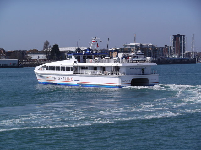 Wight Ryder II turning in Portsmouth Harbour