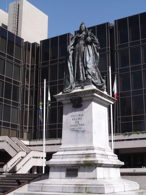 Queen Victoria statue, Guildhall Square, Portsmouth