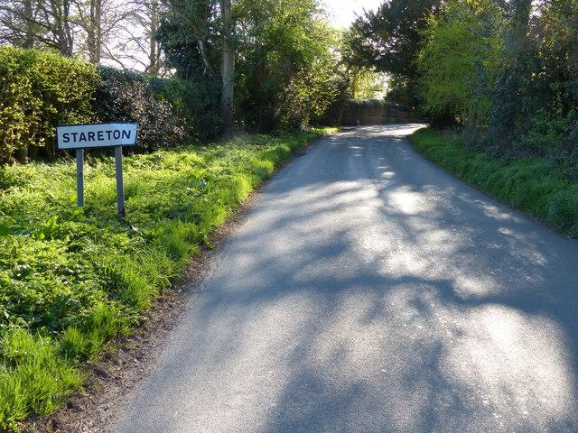 Lane entering the hamlet of Stareton