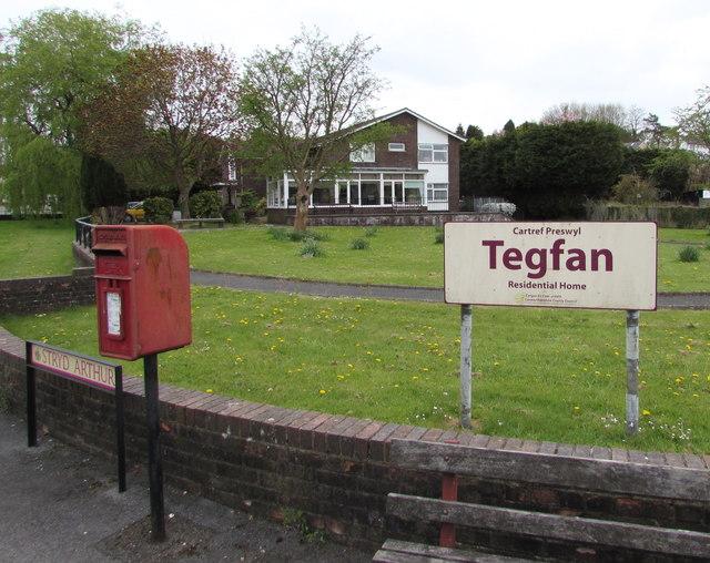 Queen Elizabeth II postbox, Arthur Street, Ammanford