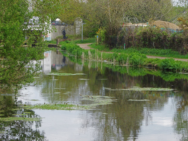 Basingstoke Canal, Woking