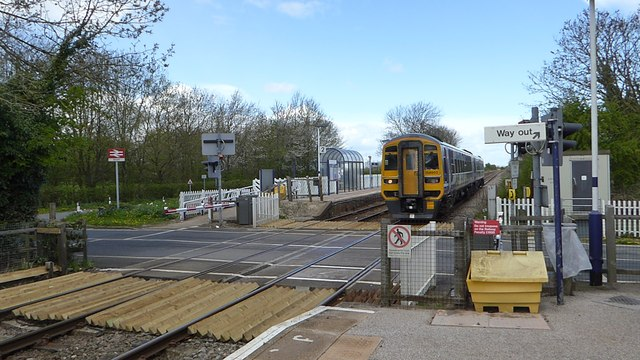 Northern Train approaches Arram station