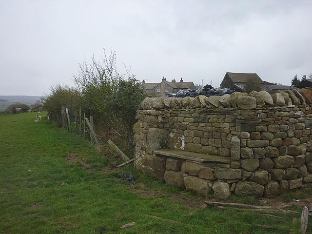 Stone seat, Over Houses