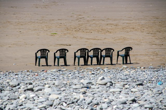 Waiting for the partygoers, Borth beach