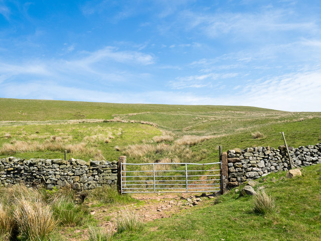 Dry stone wall with gate © Trevor Littlewood cc-by-sa/2.0 ...