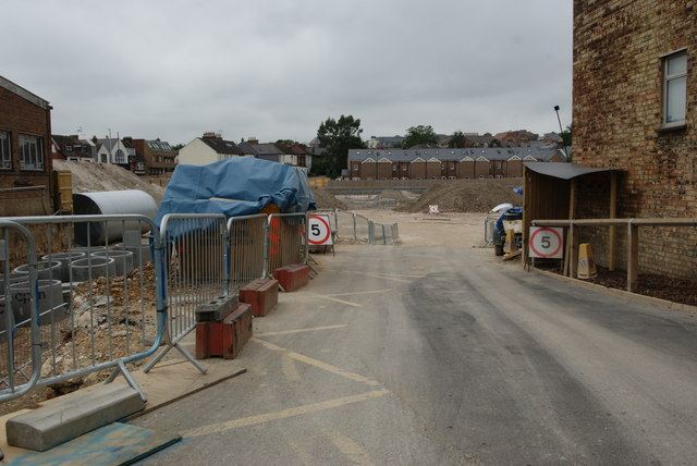 Redevelopment off London Road/Alma Road
