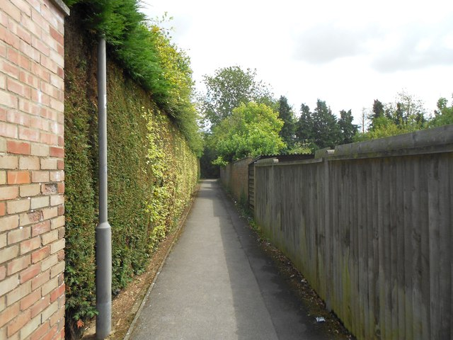 High Wycombe: Footpath in Cressex (1)