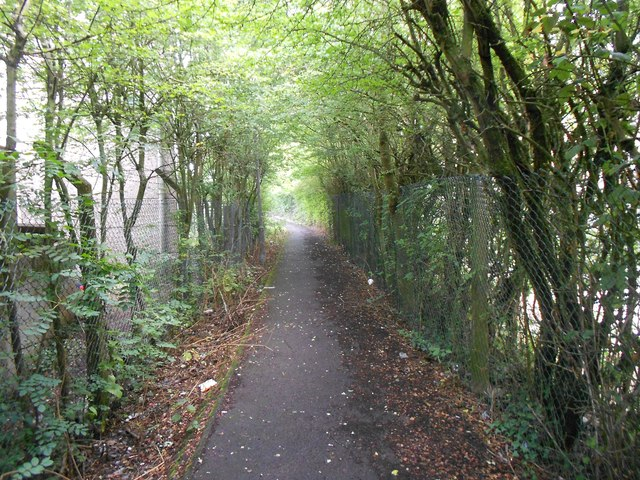 High Wycombe: Footpath in Cressex (2)