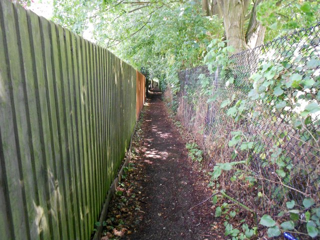 High Wycombe: Footpath between Marlow Road and Shelley Road