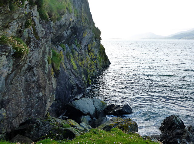 Steep cliffs near Gèodha Mòr