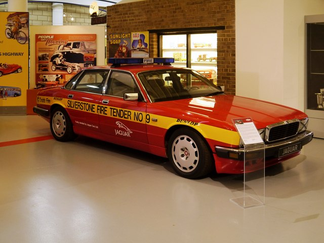 Jaguar XJ40 Fire Tender, Gaydon Heritage Motor Museum