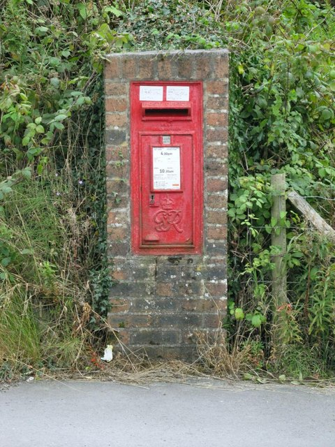 GR Postbox on Norton Road between Penygroes and Gorslas