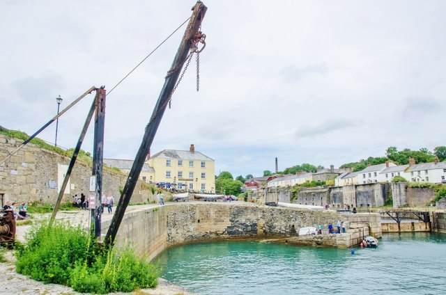 Charlestown: Crane by the Harbour Wall