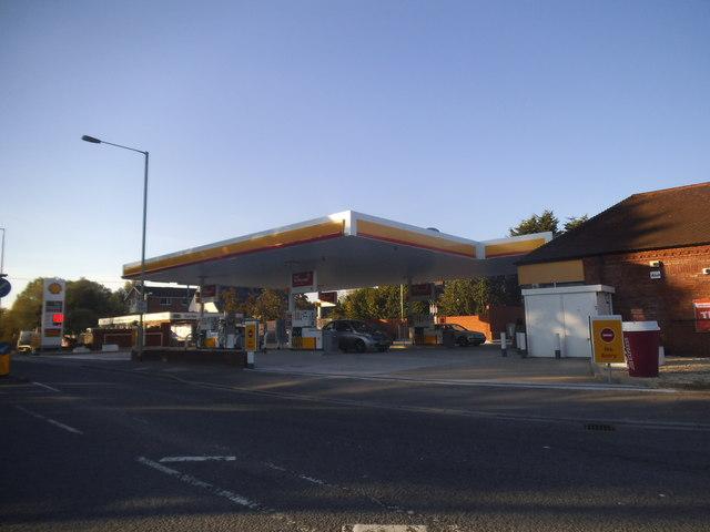 Shell garage on bath road hungerford david howard geograph britain and ireland - Find nearest shell garage ...