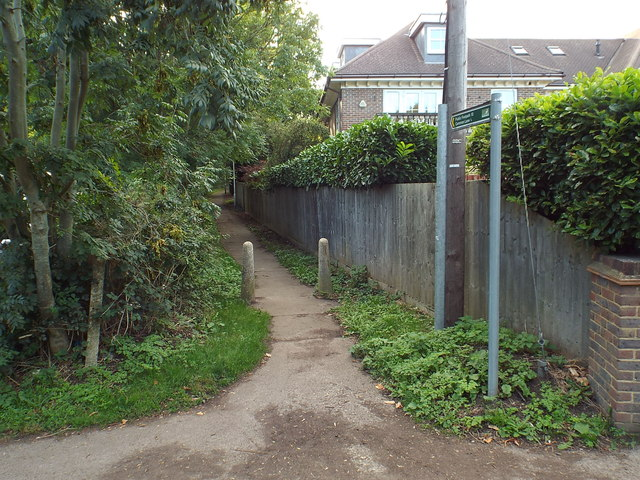 Public footpath, Kings Langley