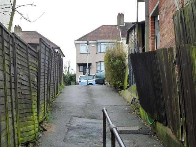 Path from Hay Lane to The Ridgeway