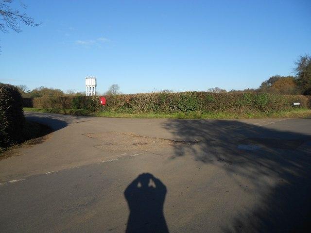 Rableyheath: Pottersheath Road/Rableyheath Road/Spinney Lane junction