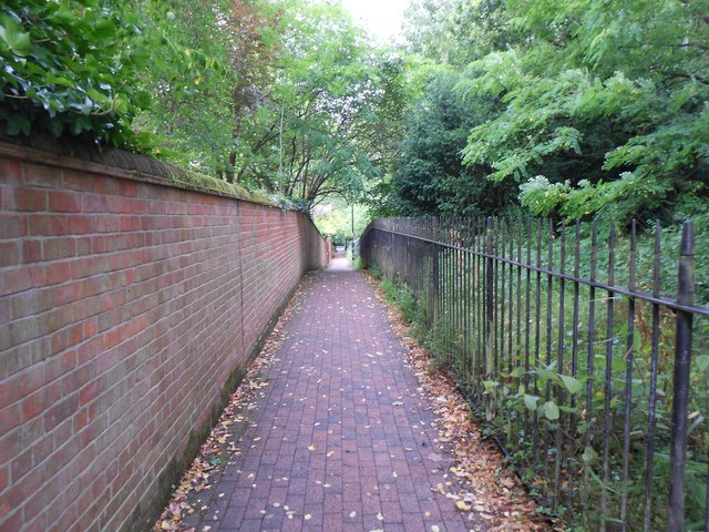 Godalming: Vicarage Walk and The Fox Way