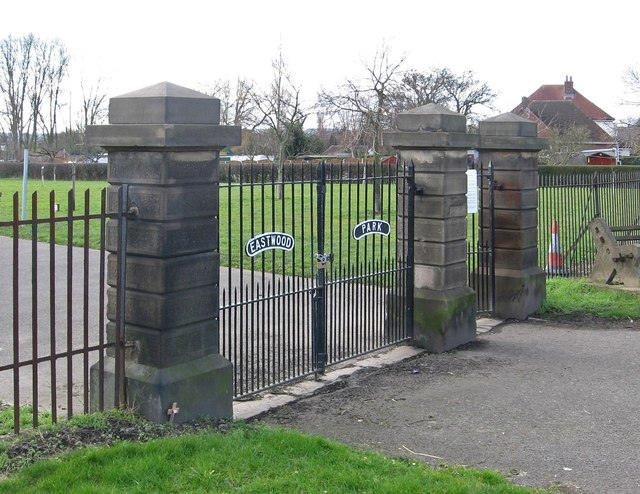 Calow - Eastwood Park gates - from NE