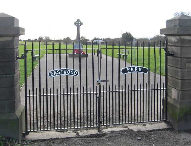 Calow - Eastwood Park gates - from north