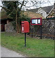 TL7066 : Elizabeth II postbox on Bury Road, Kentford by JThomas