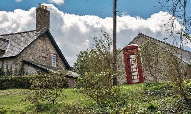 Minterne Magna: Leaning Telephone Box
