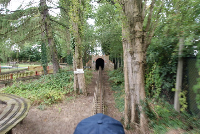 North London Society of Model Engineers - Approaching a 'tunnel'