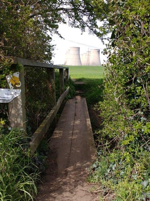 Footbridge over stream near Kingston on Soar