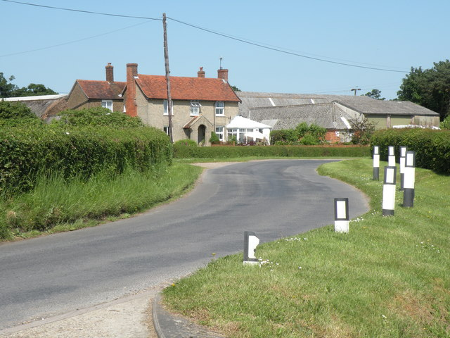 A view of Russells Farm from Russells Road