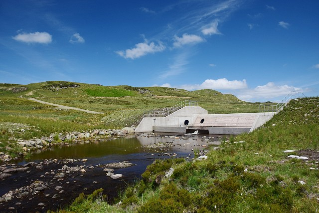 Dam on Loch Gainmheach