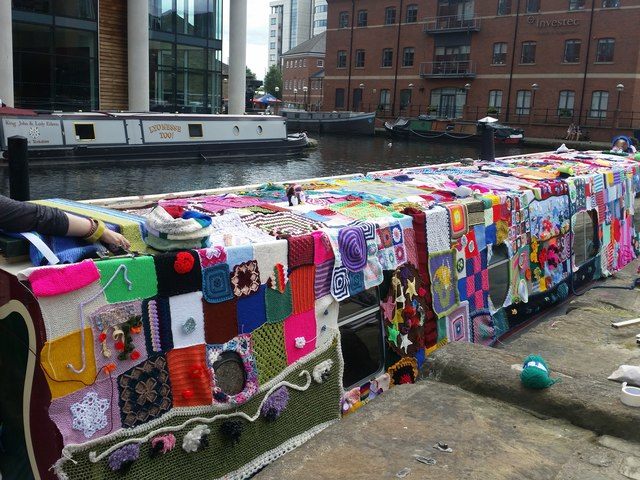 The knitted narrowboat, Leeds Waterfront Festival 2016