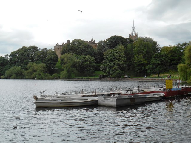 View of the ruins of Linlithgow Palace over the Loch