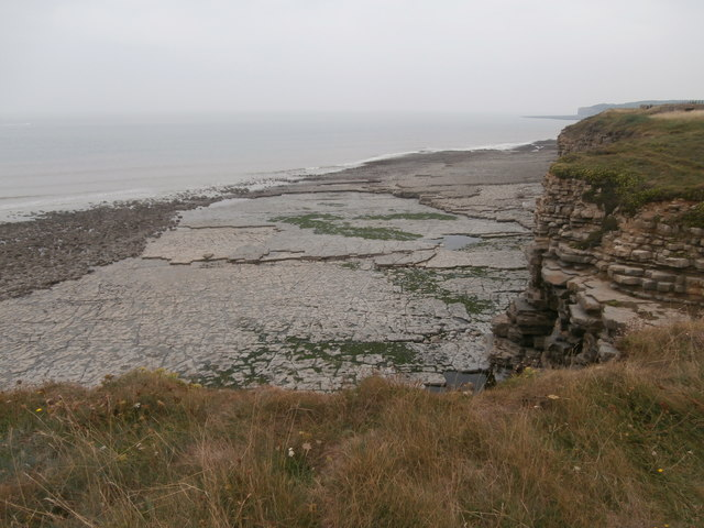 Rock pavement between Col-huw Point and Tresilian Bay