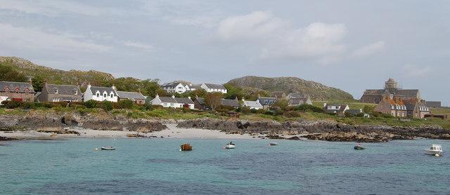 Shoreline of St Ronan's bay Iona