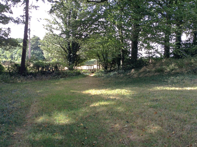 Sutton Court to Maydensole path at Roman Road