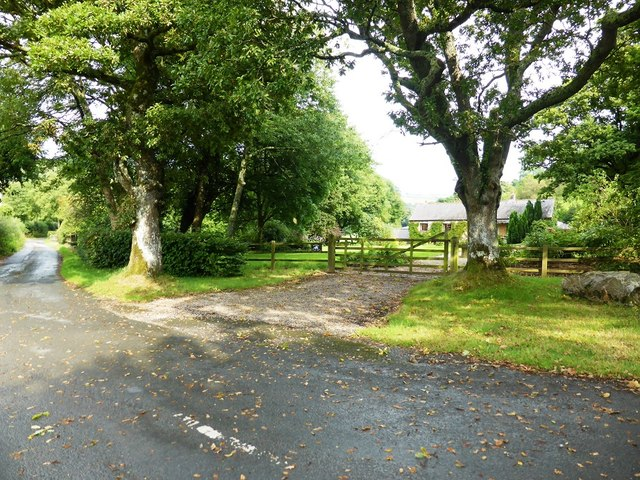Storridge Court Farm and the lane to Newhouse Farm